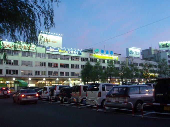 夕暮れの新潟駅