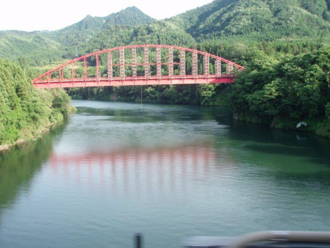阿賀川赤いアーチ橋
