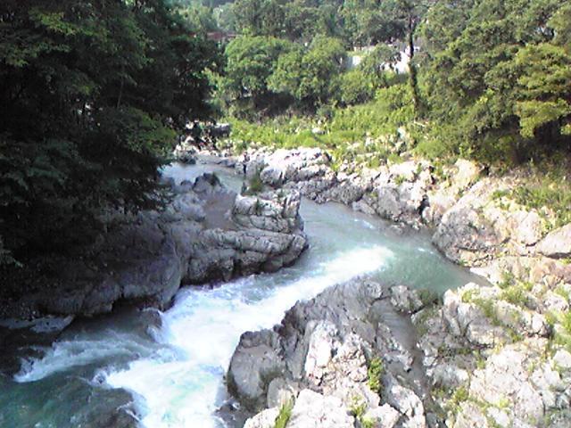 つり橋からの秋川渓谷