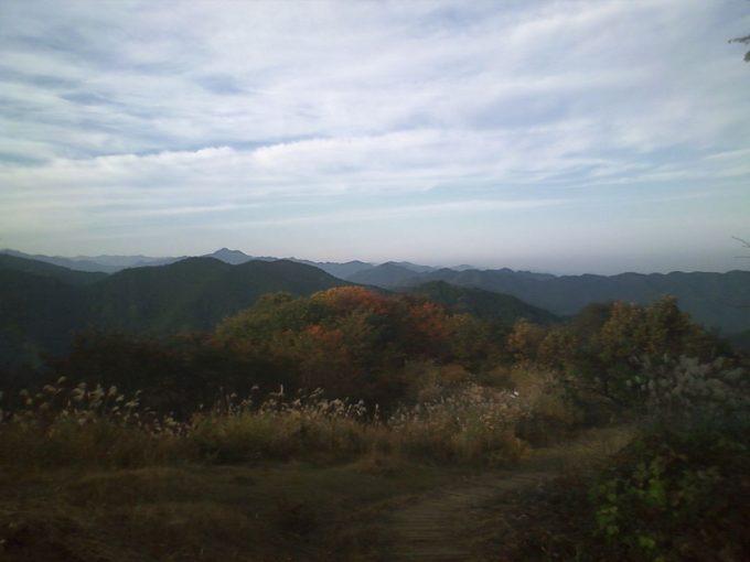 陣馬山頂から奥多摩方面の眺め