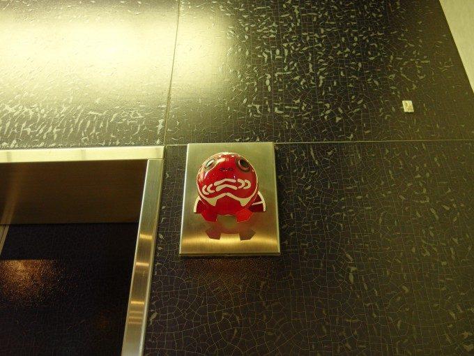 浅虫さくら観光ホテルエレベーターの金魚ねぶた