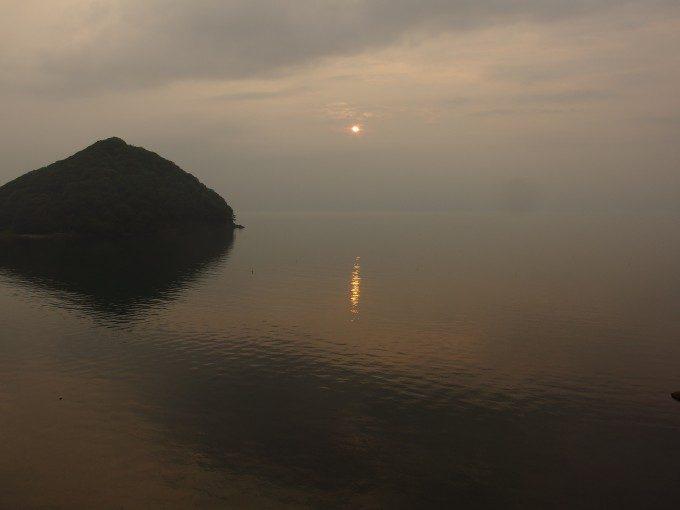 浅虫の海に落ちる夕陽