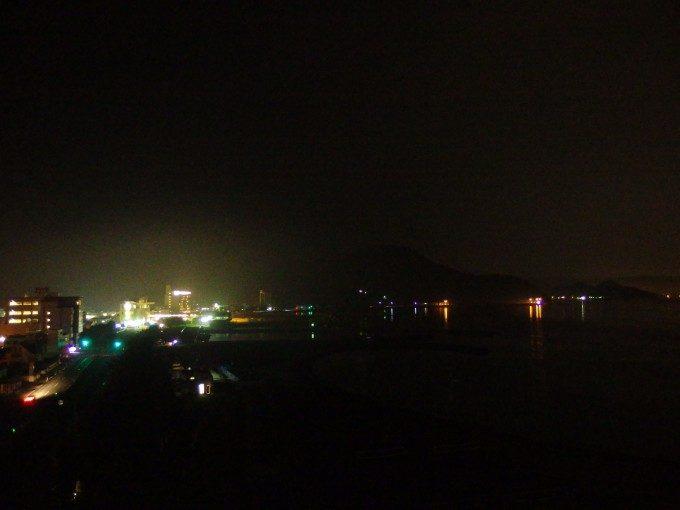 夜霧にけむる浅虫の街