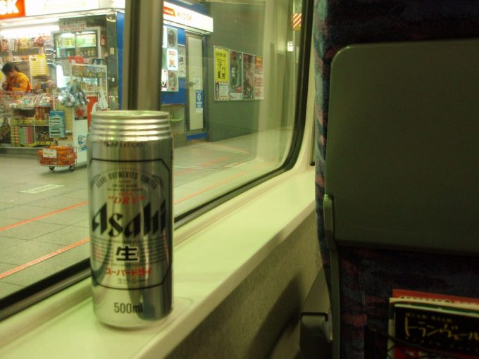 朝のはやて号旅立ちの缶ビール