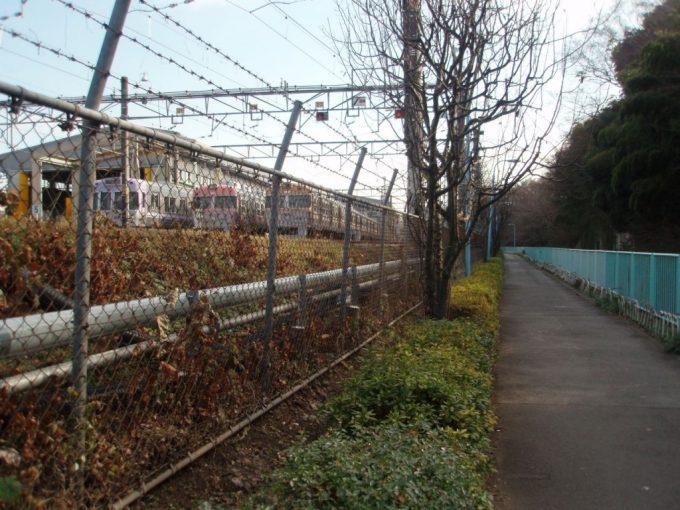 神田川沿いの井の頭線富士見ヶ丘車庫