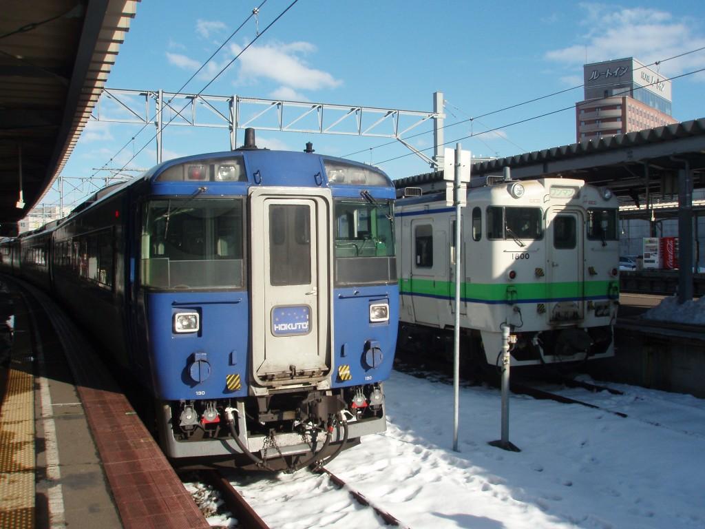 冬の函館キハ183系北斗とキハ40