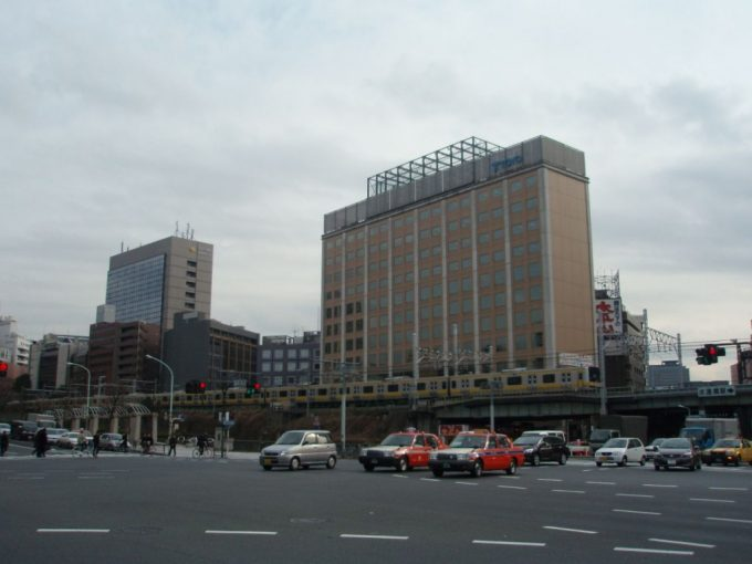総武線と神田川
