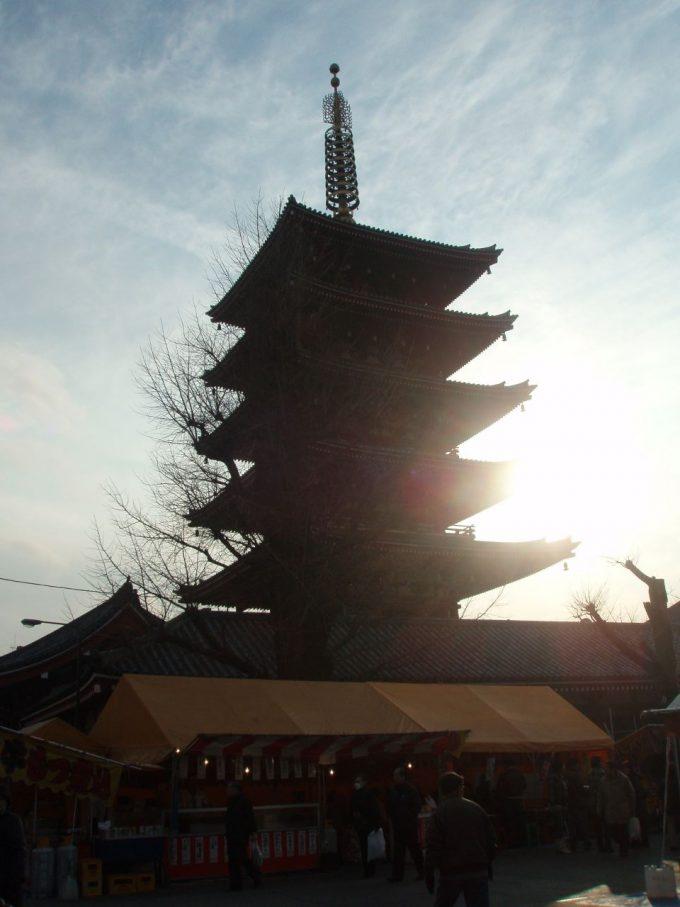 浅草寺五重塔のシルエット
