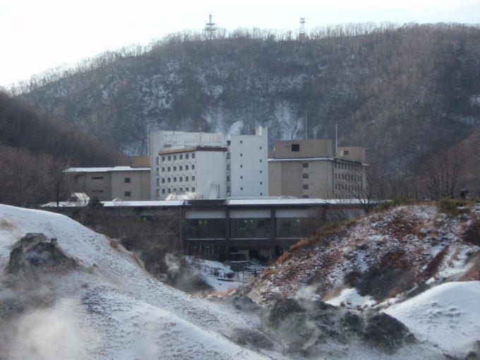 地獄谷と第一滝本館