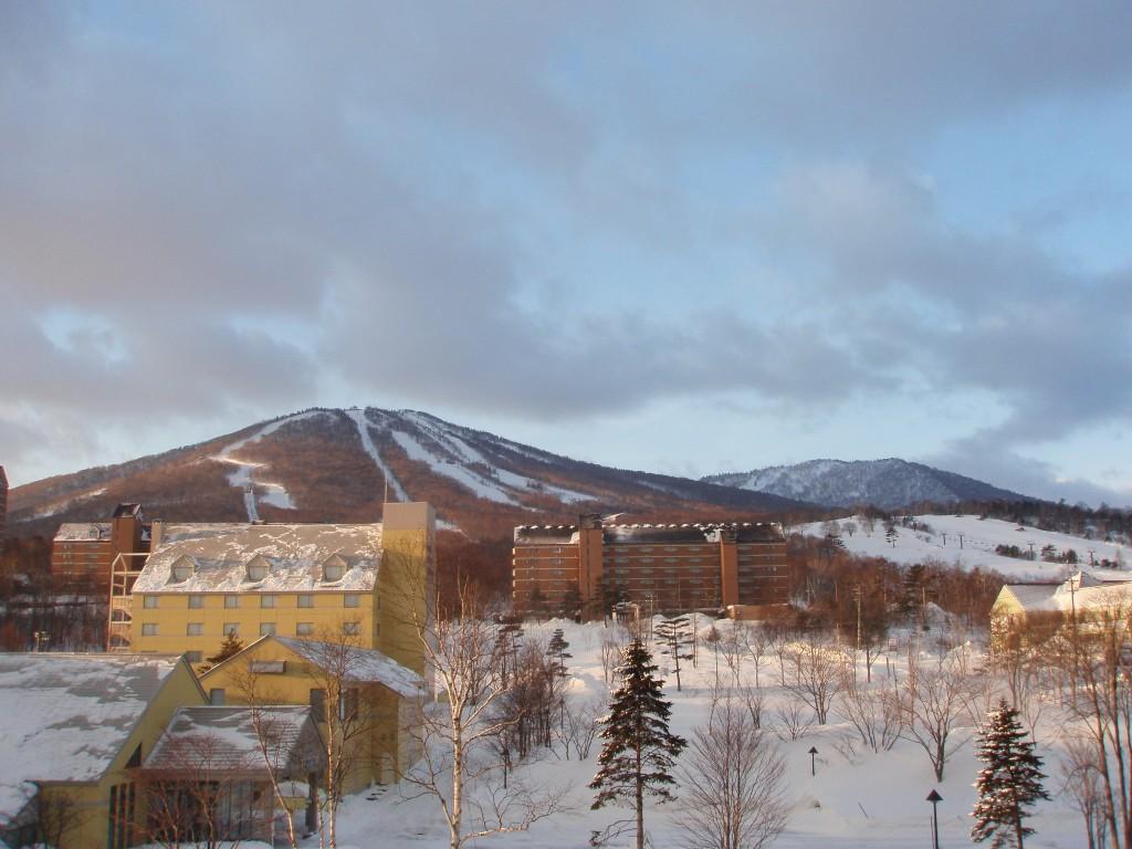 朝焼けの安比高原スキー場