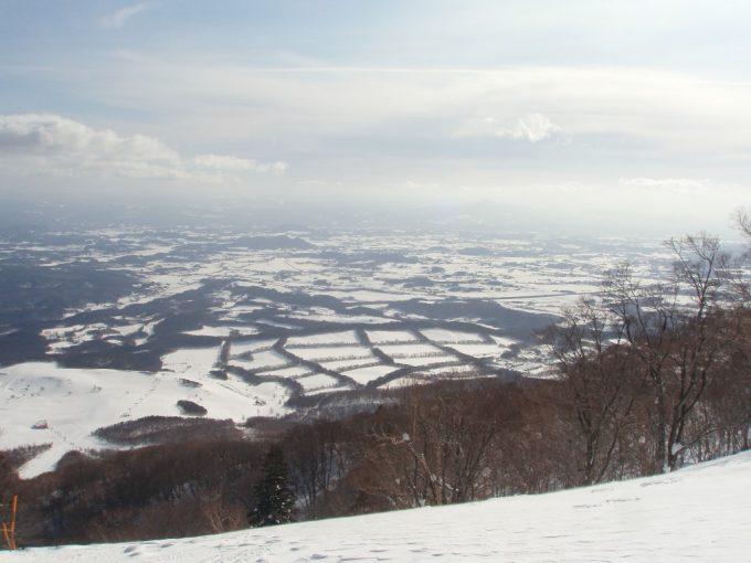 雪に包まれたイーハトーブ岩手の田園風景