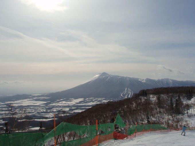 安比高原スキー場から眺める雄大な岩手山南部片富士