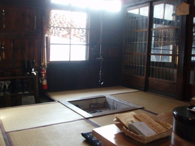 秘湯鶴の湯江戸時代の建物本陣室内