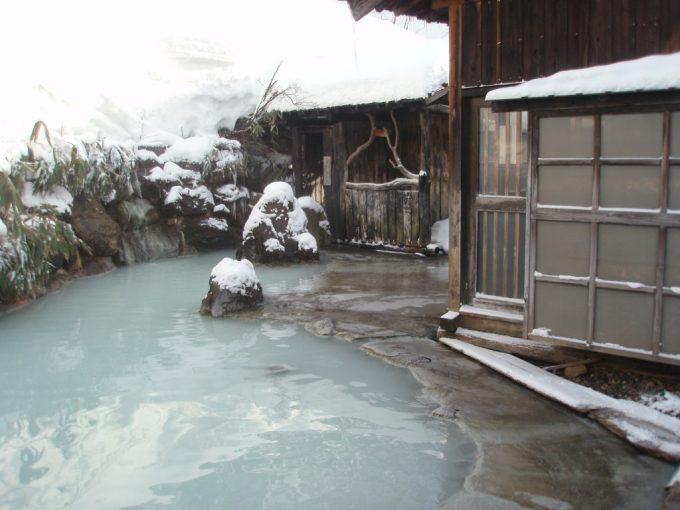 秘湯鶴の湯のシンボル混浴露天風呂
