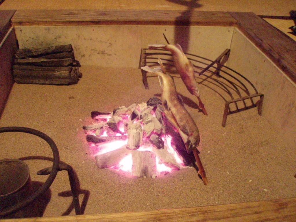 秘湯鶴の湯囲炉裏に岩魚