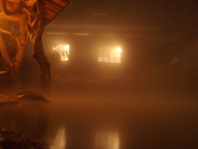夜の鶴の湯雪見風呂