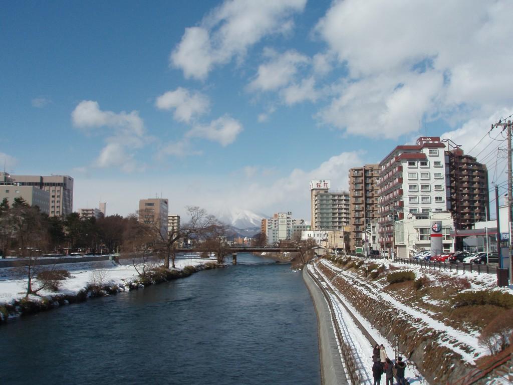 盛岡開運橋から眺める冬の岩手山