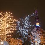 冬の札幌大通りテレビ塔とイルミネーション