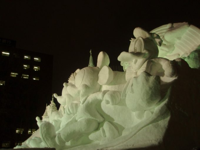 さっぽろ雪まつり大通会場TDL25周年雪像横からの眺め