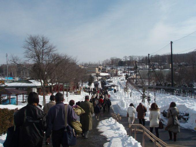 冬の旭山動物園混雑