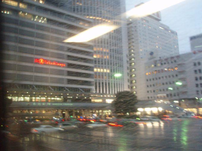 雨の名古屋駅まもなく到着