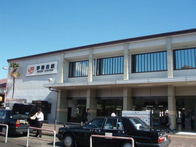 快晴の近鉄伊勢市駅