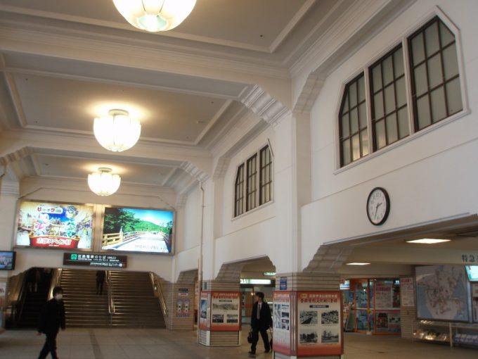旧参宮急行電鉄の面影を残す宇治山田駅構内