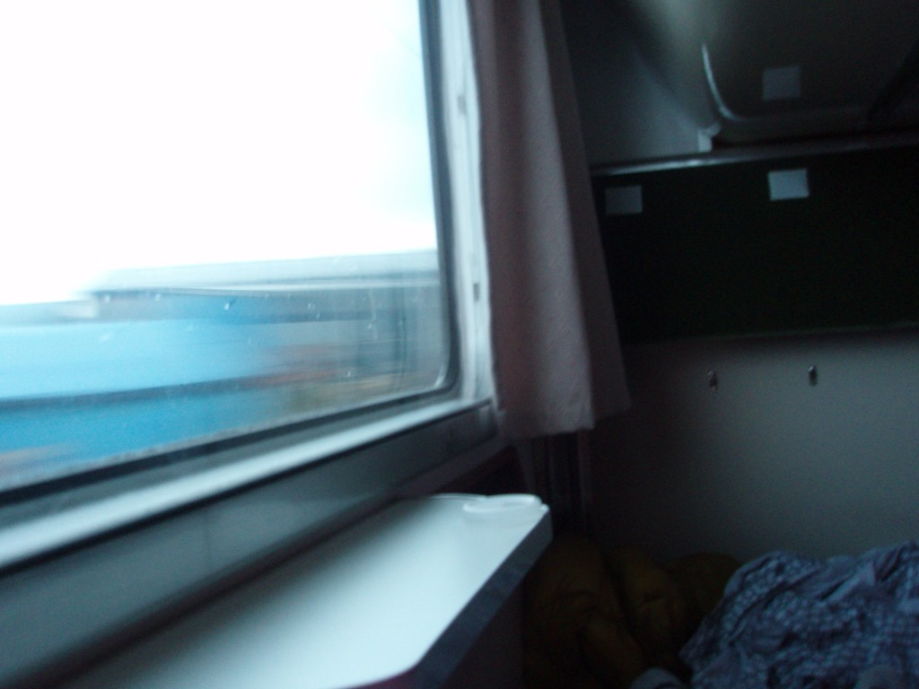 583系きたぐに号B寝台下段目覚めの車窓