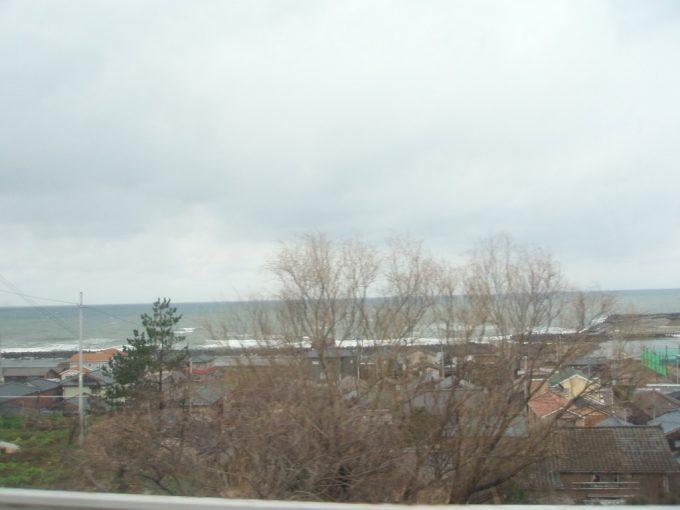 灰色の空と鉛色の日本海