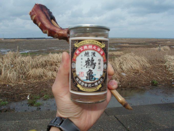寺泊海を見ながらワンカップお燗といか浜焼き