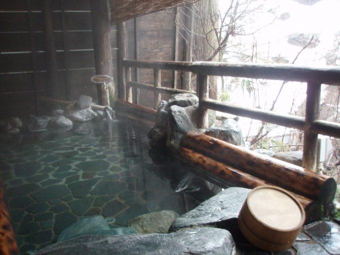 栃尾又温泉自在館貸切露天風呂うけづの湯