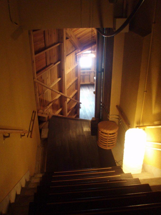 栃尾又温泉共同浴場したの湯への階段