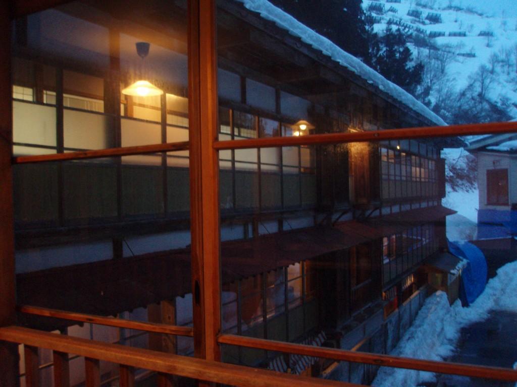 夜を迎えようとする栃尾又温泉自在館旧館