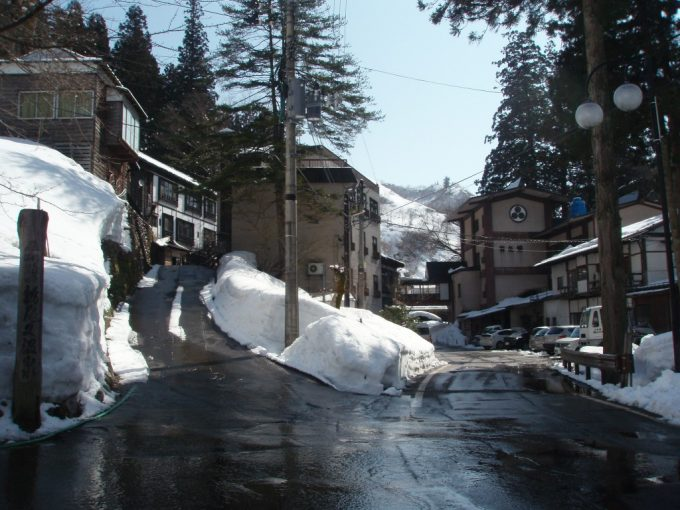 雪の中ひっそりと佇む栃尾又温泉
