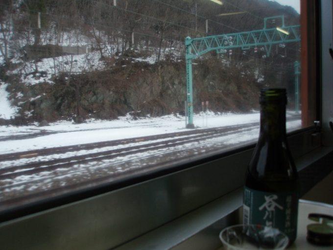 115系車内で谷川岳超辛純米酒