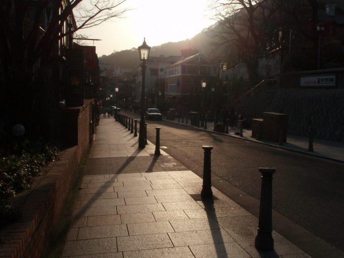 神戸北野へ向かう夕陽の道