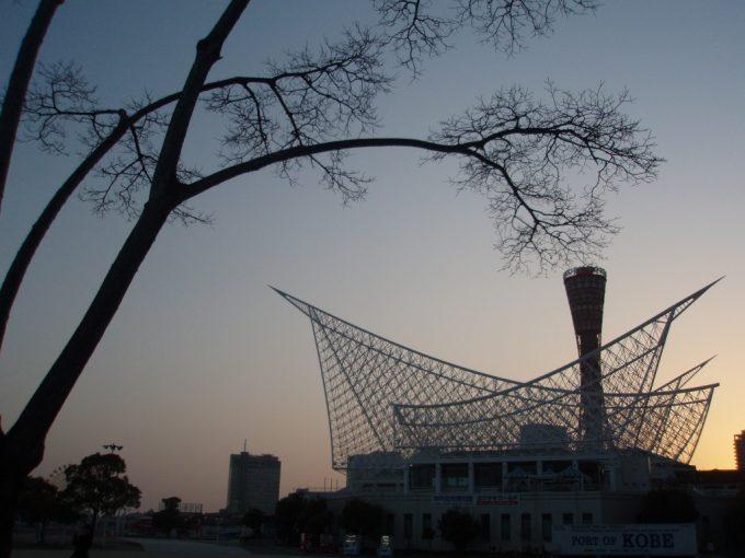 夕暮れの神戸メリケンパーク