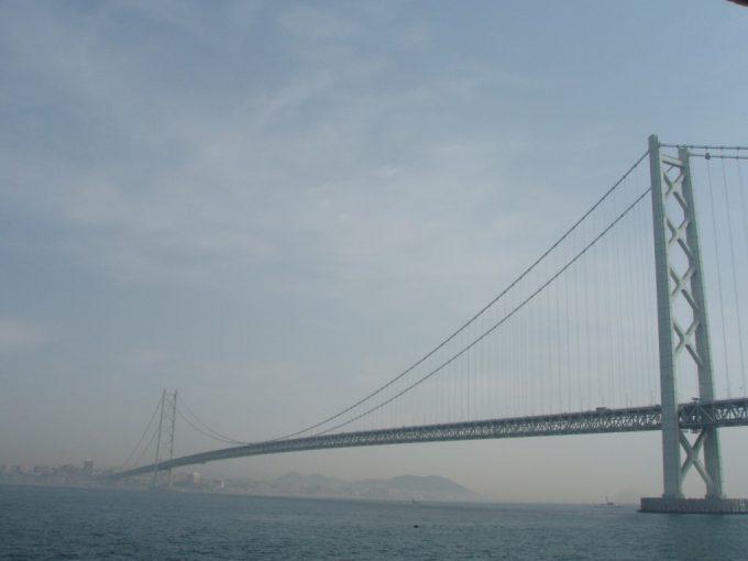 船上からの明石海峡大橋