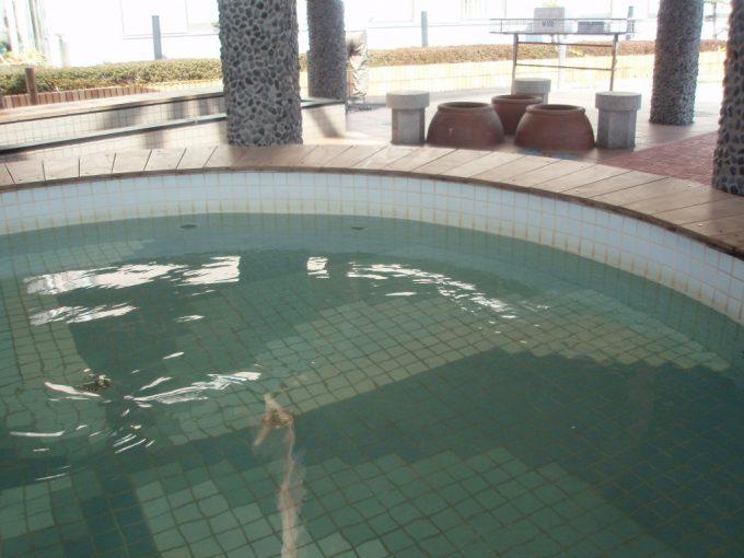 淡路島福良港渦を巻く足湯うずのゆ