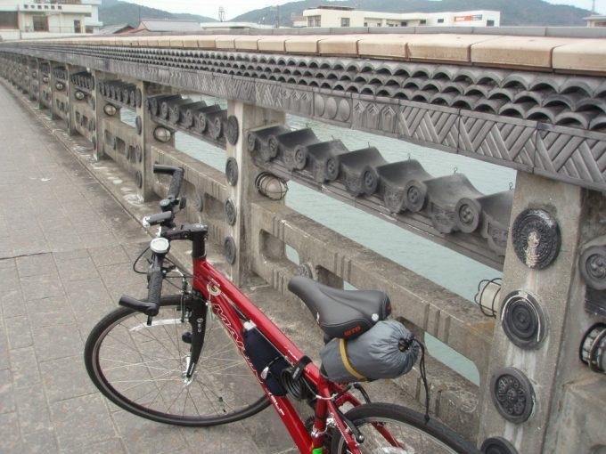 淡路島瓦を使った橋