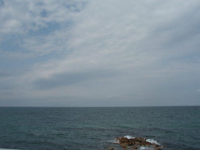 淡路島かうっすらと小豆島を望む