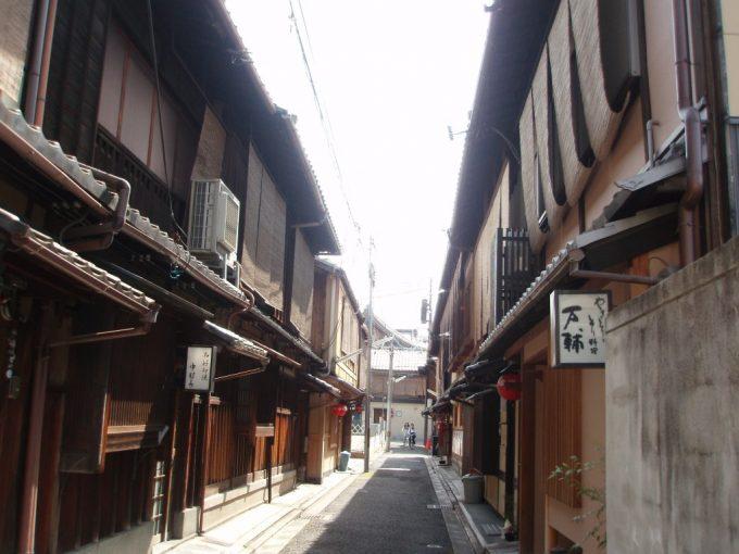 自転車で通る祇園の街