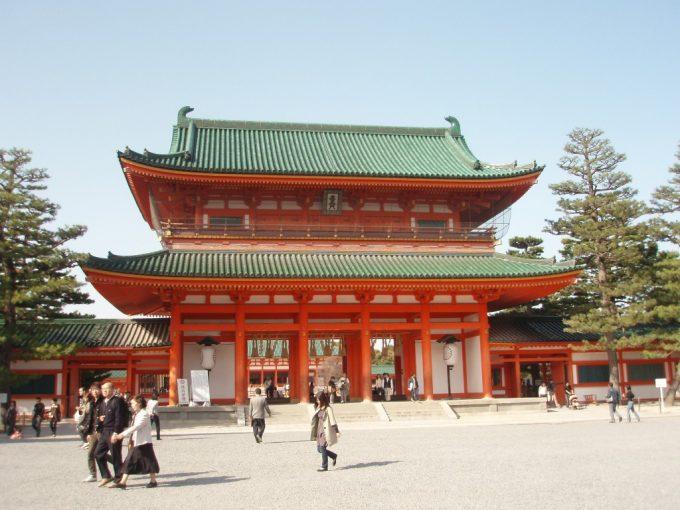 平安神宮朱塗りの門