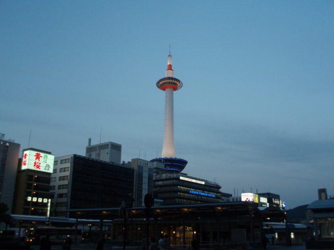 京都タワー宵の口
