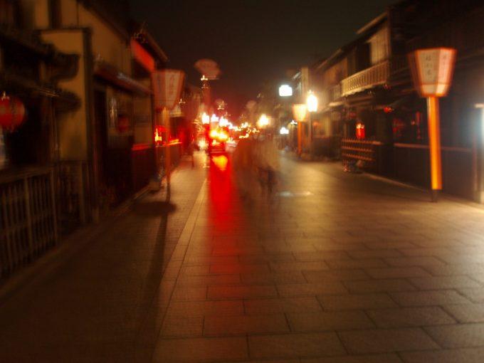 しっとりとした夜の花見小路