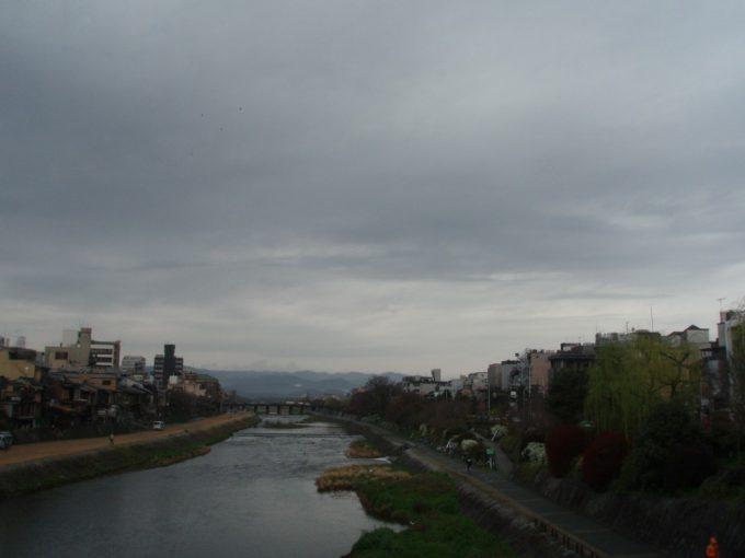 曇天の鴨川