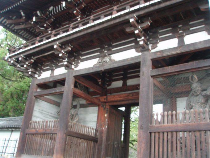 広隆寺の門