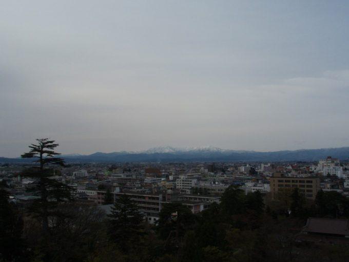鶴ヶ城天守閣から眺める会津盆地