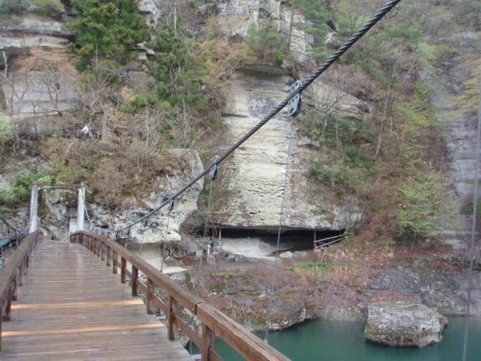 塔のへつりの吊橋