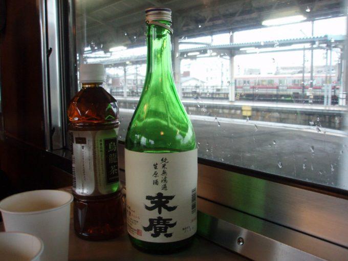 SL車内で末廣純米無濾過生原酒